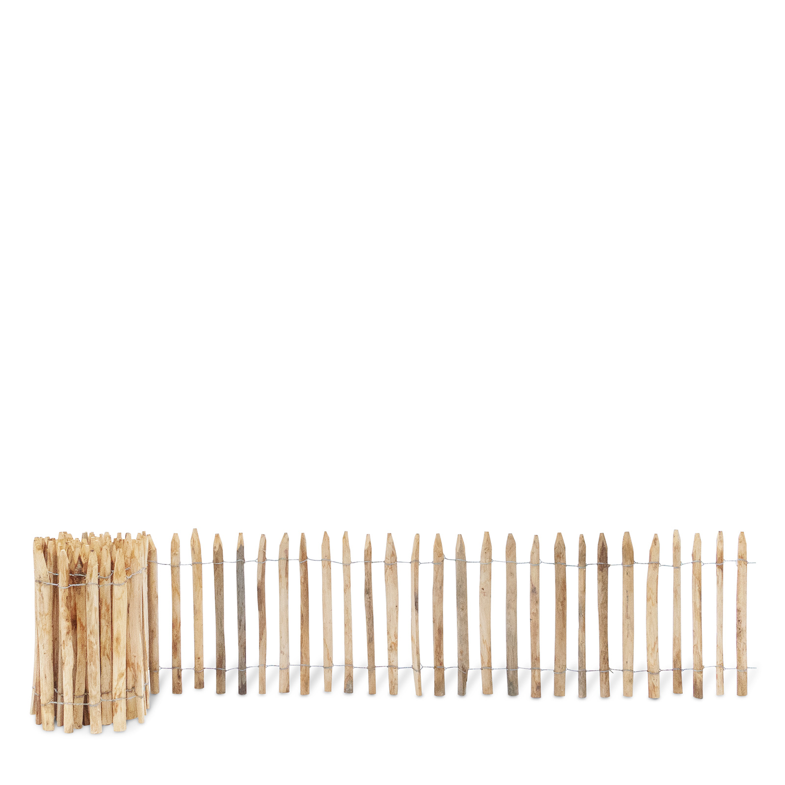 Französischer Staketenzaun aus Kastanienholz, 60 cm hoch mit einem Lattenabstand von 4-5 Zentimetern. Mit seinen angespitzten und verdrahteten Hölzern passt der schöne Zaun in jede Umgebung. Ganz ohne Pflege hält der natürliche Gartenzaun rund 20 Jahre.