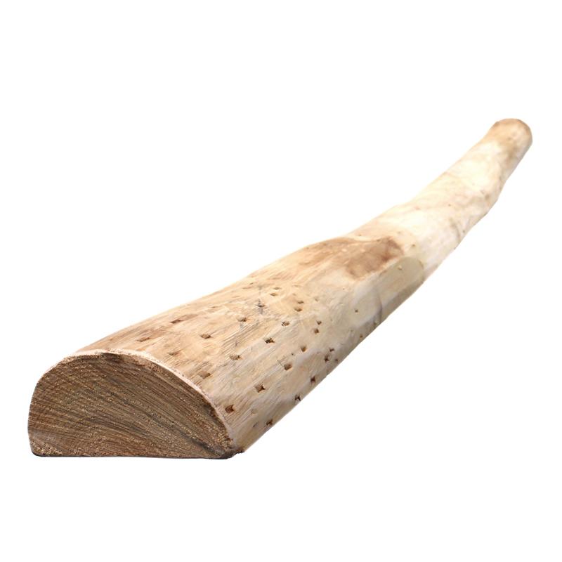 halbrunder Pfahl aus Kastanienholz zur Montage eines Staketenzauns