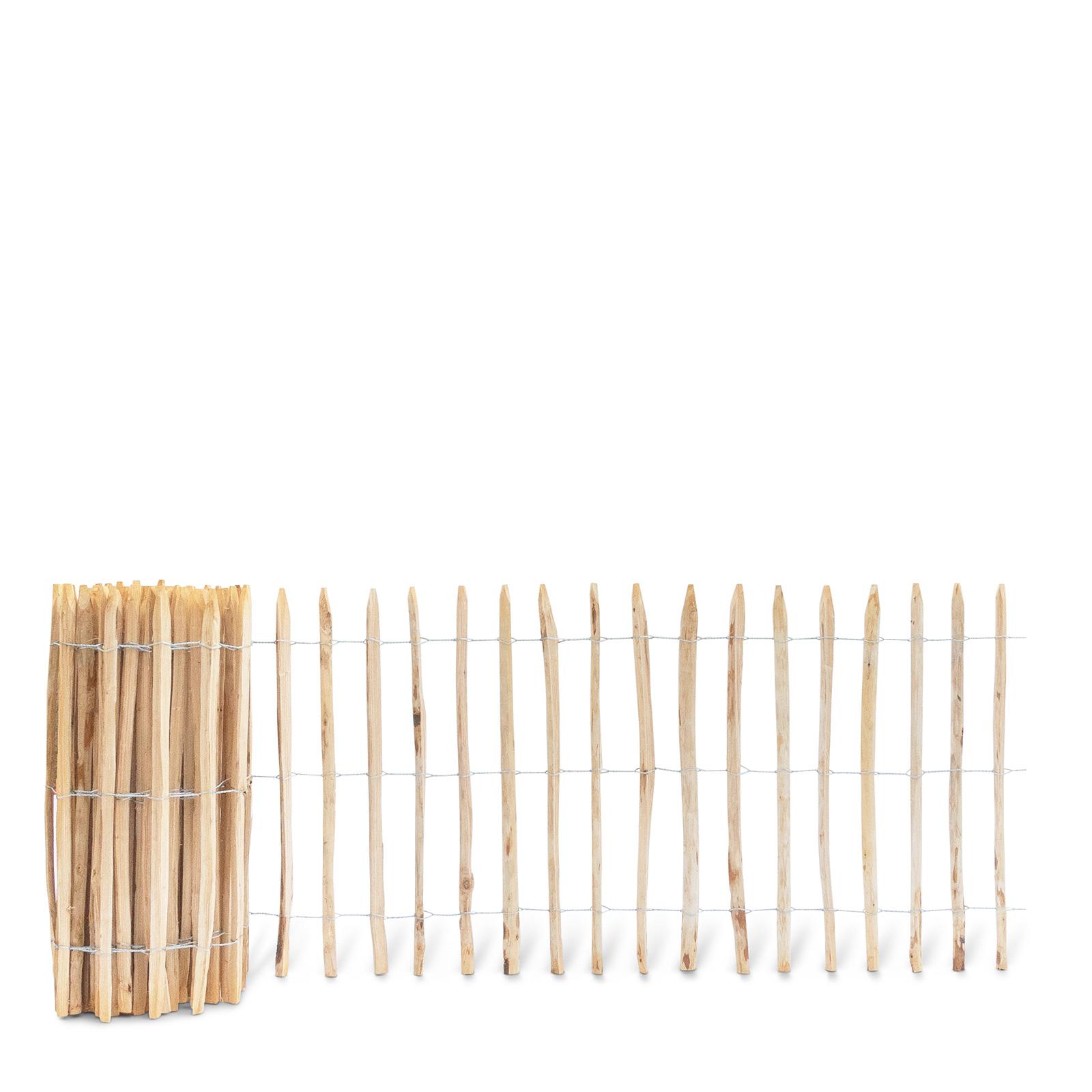 Französischer Staketenzaun aus Kastanienholz, 100 cm hoch mit einem Lattenabstand von 7-8 Zentimetern. Mit seinen angespitzten und verdrahteten Hölzern passt der schöne Zaun in jede Umgebung. Ganz ohne Pflege hält der natürliche Gartenzaun rund 20 Jahre.