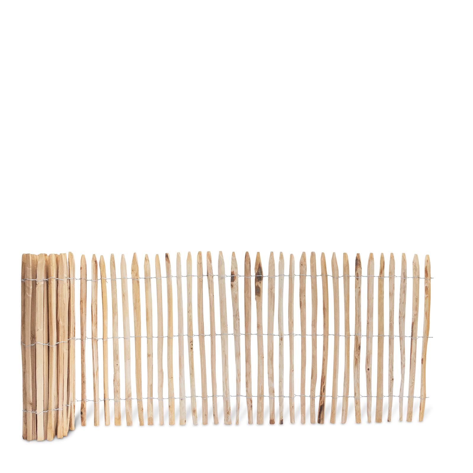 Französischer Staketenzaun aus Kastanienholz, 100 cm hoch mit einem Lattenabstand von 2-3 Zentimetern. Mit seinen angespitzten und verdrahteten Hölzern passt der schöne Zaun in jede Umgebung. Ganz ohne Pflege hält der natürliche Gartenzaun rund 20 Jahre.