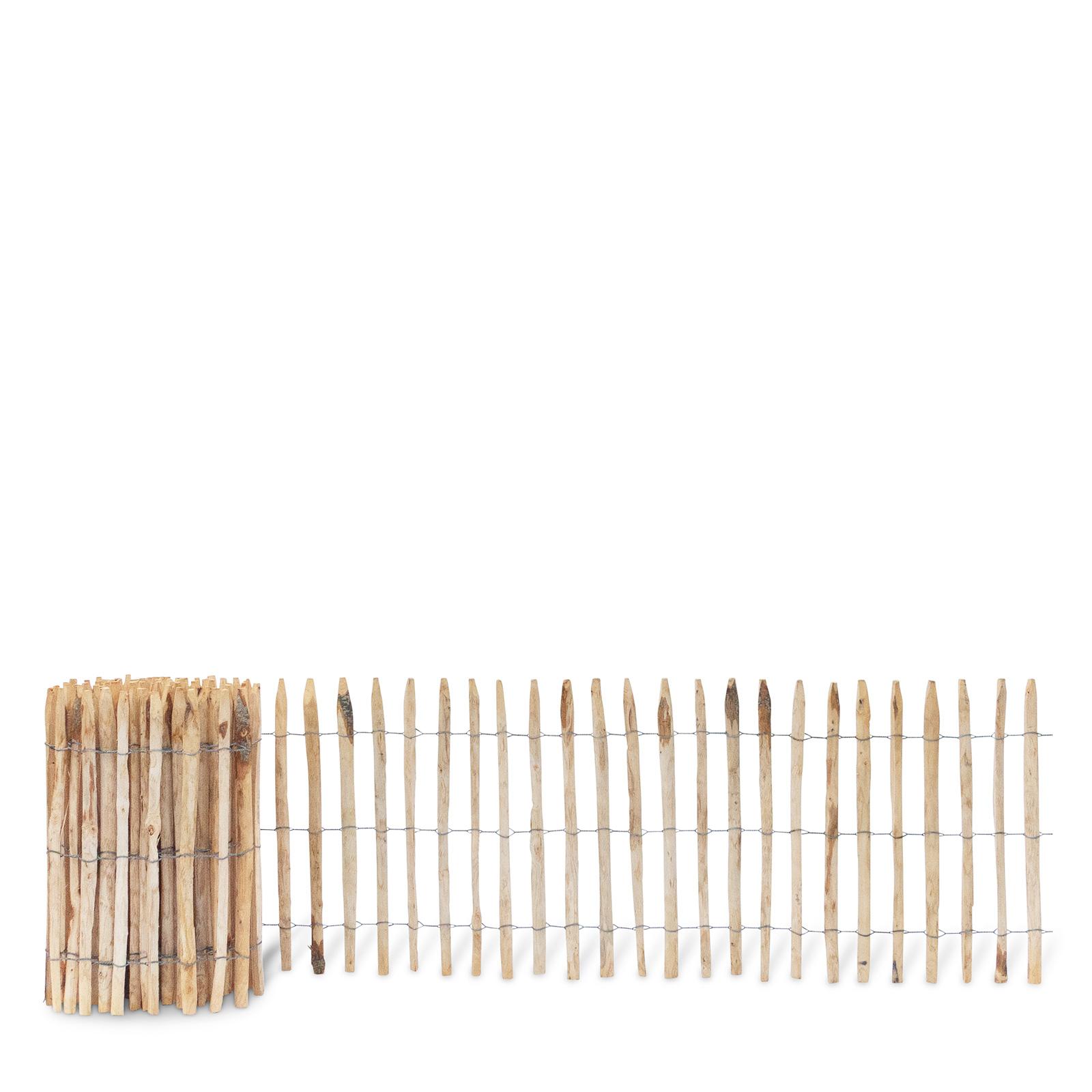 Französischer Staketenzaun aus Kastanienholz, 80 cm hoch mit einem Lattenabstand von 4-5 Zentimetern. Mit seinen angespitzten und verdrahteten Hölzern passt der schöne Zaun in jede Umgebung. Ganz ohne Pflege hält der natürliche Gartenzaun rund 20 Jahre.
